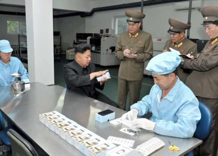 Ким Чен Ына на заводе электроники имени 11 мая.